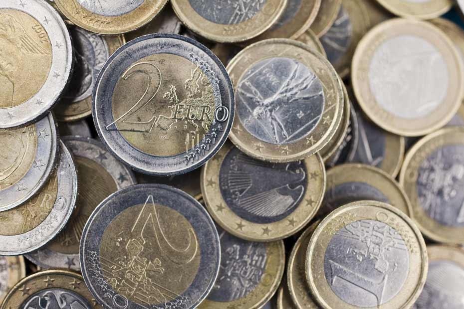 3-574-pieces-de-monnaie-dans-un-sac-a-dos